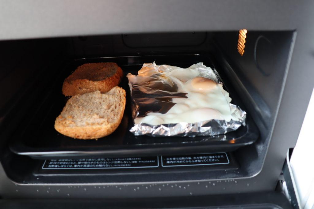 トーストと目玉焼き