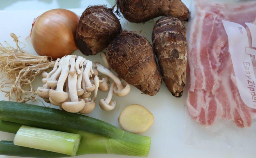 里芋と豚肉ときのこの無水煮物の材料