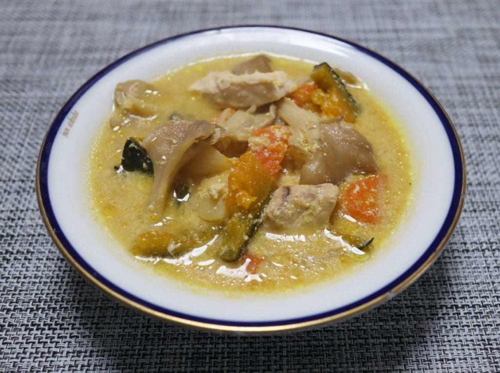 具沢山野菜とかじきマグロの味噌味豆乳スープのでき上が