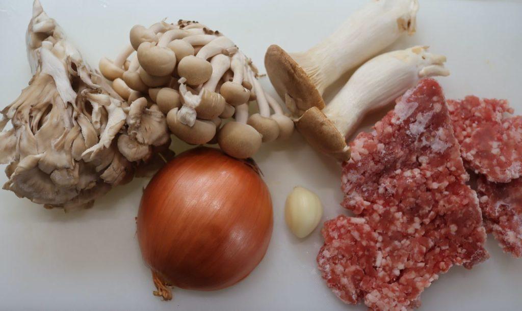 ホットクックでひき肉と具沢山きのこ炒めの材料