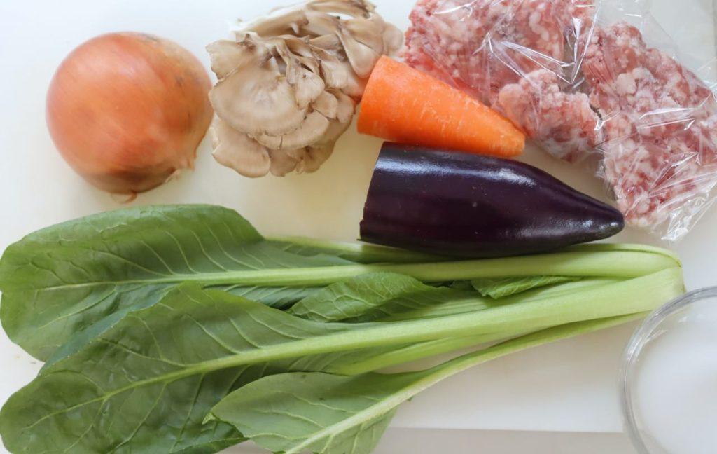ホットクックで幼児食:ひき肉と小松菜の炒めものの材料
