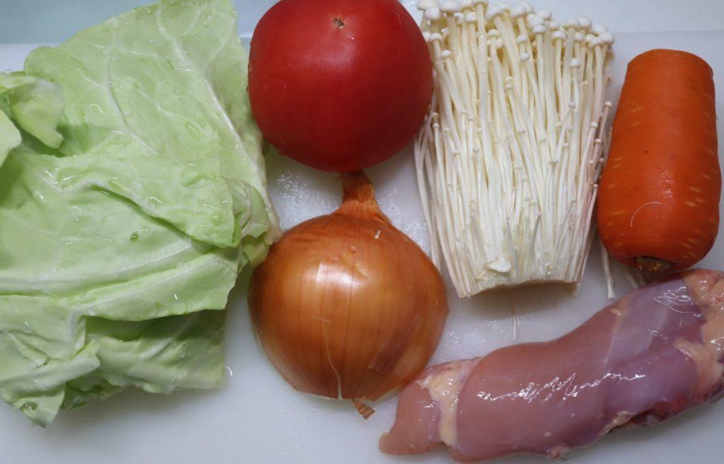 ホットクックで幼児食:野菜と鶏もも肉の柔らか煮の材料