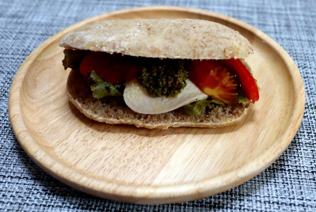 自家製ローズマリー天然酵母を使ったフォカッチャのサンドイッチ